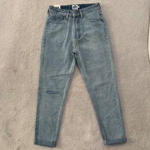 🏷 NWT BOOHOO Light Wash High Waist Mom Jeans Size 2
